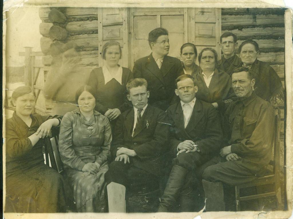 1938 год коллектив еткульского суда.jpg